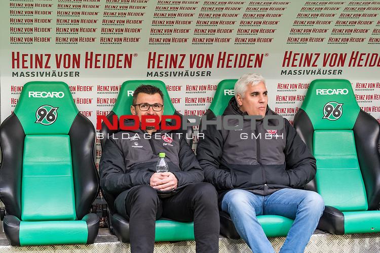 09.02.2019, HDI Arena, Hannover, GER, 1.FBL, Hannover 96 vs 1. FC Nuernberg<br /> <br /> DFL REGULATIONS PROHIBIT ANY USE OF PHOTOGRAPHS AS IMAGE SEQUENCES AND/OR QUASI-VIDEO.<br /> <br /> im Bild / picture shows<br /> Michael K&ouml;llner / Koellner (Trainer 1. FC Nuernberg) mit Wasserflasche und Andreas Bornemann (Vorstand Sport 1. FC Nuernberg) auf Trainerbank vor dem Spiel, <br /> <br /> Foto &copy; nordphoto / Ewert