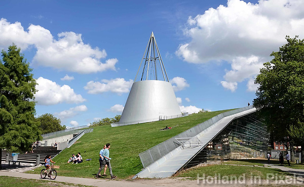 Nederland Delft - Augustus 2018.  Bibliotheek van de Technische Universiteit. Het gebouw is een ontwerp van Mecanoo architecten. . Foto Berlinda van Dam / Hollandse Hoogte