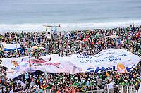 RIO DE JANEIRO, RJ, 28 DE JULHO DE 2013 -JMJ RIO 2013-MISSA DO ENVIO COM O PAPA FRANCISCO- Milhares de fiéis, peregrinos e voluntários aguardam o Papa Francisco para a MIssa do envio, em Copacabana, zona sul do Rio de Janeiro.FOTO:MARCELO FONSECA/BRAZIL PHOTO PRESS