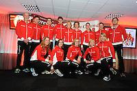 SCHAATSEN: HEERENVEEN: IJsstadion Thialf, 31-10-2012, Perspresentatie Team Corendon, Staand: Frits Wouda (trainer), Rienk Nauta, Karsten van Zeijl, Pepijn van der Vinne, Carlijn Achtereekte, Renate Groenewold (trainer/coach), Natasja Bruintjes, Bas Bervoets, Peter Kolder (trainer/coach), Zittend: Roxanne van Hemert, Floor van den Brandt, Marije Joling, Annouk van der Weijden, Jorien Voorhuis, ©foto Martin de Jong