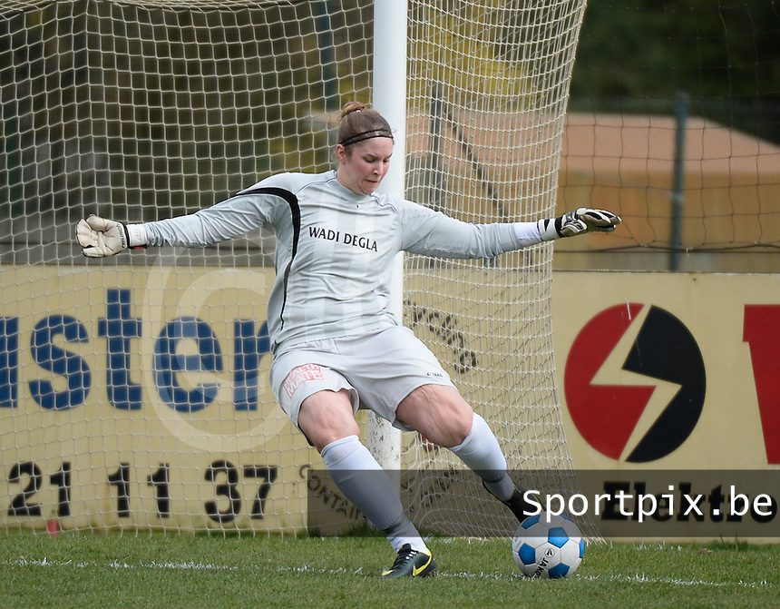 20140315 - WESTERLO , BELGIUM : Lierse Dorien Peeters pictured during the soccer match between the women teams of SK Lierse Dames  and SC Heerenveen Vrouwen , on the 19th matchday of the BeNeleague competition Saturday 15 March 2014 in Westerlo . PHOTO DAVID CATRY