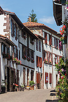 France, Pyrénées-Atlantiques (64), Pays-Basque, Saint-Jean-Pied-de-Port, rue de la citadelle  // France, Pyrenees Atlantiques, Basque Country, Saint Jean Pied de Port, rue de la citadelle