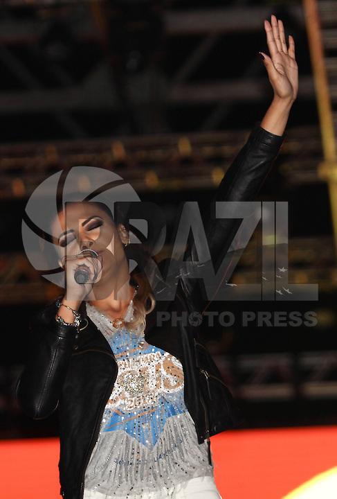 SÃO PAULO,SP, 26.05.2016 - MARCHA-JESUS - A cantora gospel Juliana Santiago se apresenta durante Marcha para Jesus na região norte de São Paulo nesta quinta-feira, 26. (Foto: Marcio Ribeiro/Brazil Photo Press)