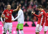 Fussball  1. Bundesliga  Saison 2016/2017  14. Spieltag  FC Bayern Muenchen - VfL Wolfsburg    10.12.2016 Torjubel: Arjen Robben (li) und Thomas Mueller (re, beide FC Bayern Muenchen)