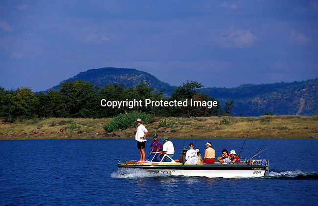 dicozim00267.African Country. Zimbabwe. Unidentified tourists on a fishingboat on April 16, 2003 on Lake Kariba, a lake in Zimbabwe. People, leisure, tourists, transport, boats, tourist destination. .©Per-Anders Pettersson/iAfrika Photos
