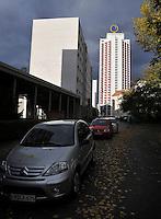 Stadtansichten 2009 - Wintergartenhochhaus strahlt in der Sonne - fotografiert aus der Schützenstraße  . Foto: Norman Rembarz..Norman Rembarz , ( ASV-Autorennummer 41043728 ), Holbeinstr. 14, 04229 Leipzig, Tel.: 01794887569, Hypovereinsbank: BLZ: 86020086, KN: 357889472, St.Nr.: 231/261/06432 - Jegliche kommerzielle Nutzung ist honorar- und mehrwertsteuerpflichtig! Persönlichkeitsrechte sind zu wahren. Es wird keine Haftung übernommen bei Verletzung von Rechten Dritter. Autoren-Nennung gem. §13 UrhGes. wird verlangt. Weitergabe an Dritte nur nach  vorheriger Absprache..