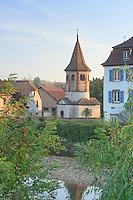 France, Alsace, Bas-Rhin, 67, Avolsheim, chapelle Saint-Ulrich aussi apelée le Baptistère, devant, la rivière la Bruche // France, Alsace, Bas-Rhin, Avolsheim, chapel Saint-Ulrich also called the Baptistere and the river la Bruche