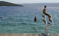 KROATIEN, 06.2013, Cres. © Petar Kurschner/EST&OST<br /> Strandleben auf der Insel Cres. | Beach life on the island of Cres.