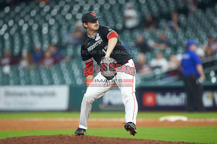 Houston Cougars relief pitcher Carter Henry (17) in action against the Mississippi State Bulldogs in game six of the 2018 Shriners Hospitals for Children College Classic at Minute Maid Park on March 3, 2018 in Houston, Texas. The Bulldogs defeated the Cougars 3-2 in 12 innings. (Brian Westerholt/Four Seam Images)