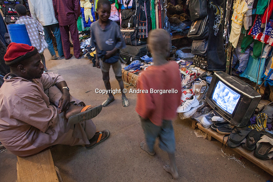Tombouctou is a town in the West African nation of Mali situated 20 km north of the River Niger on the southern edge of the Sahara Desert.