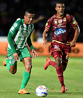 IBAGUÉ - COLOMBIA, 06-06-2018: Danovis Banguero (Der) jugador de Deportes Tolima disputa el balón con Jeison Lucumi (Izq) jugador del Atletico Nacional durante partido de ida por la final de la Liga Águila I 2018 jugado en el estadio Manuel Murillo Toro de la ciudad de Ibagué. / Danovis Banguero (R) player of Deportes Tolima vies for the ball with Jeison Lucumi (L) player of Atletico Nacional during first leg match for the final of the Aguila League I 2018 played at Manuel Murillo Toro stadium in Ibague city. Photo: VizzorImage / Cristian Alvarez / Cont