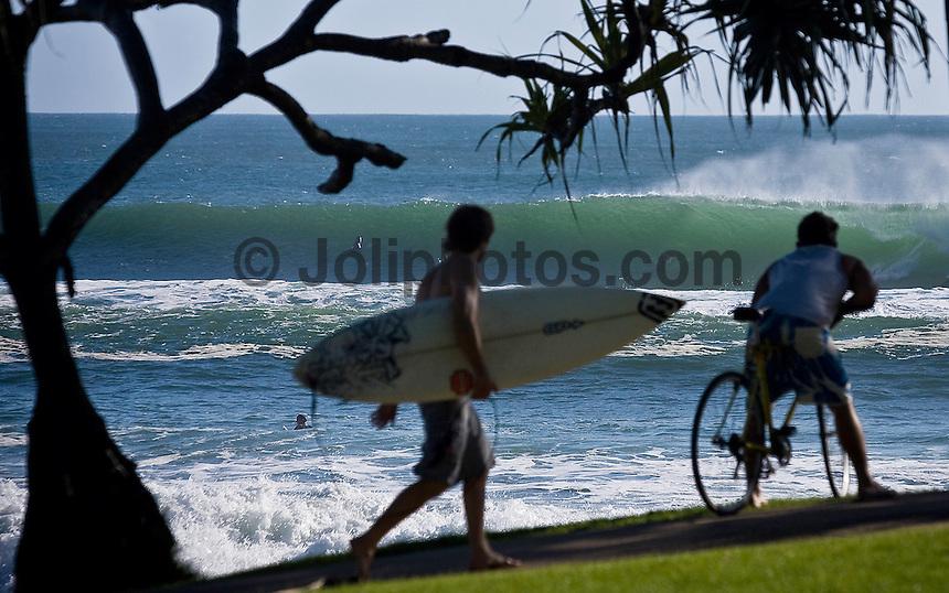 Burleigh Heads line up, Gold Coast, Queensland, Australia.  Photo: Joli