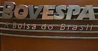 sAO PAULO, SP, 03 DE MAIO DE 2012 -A Bolsa de Valores de São Paulo (Bovespa) abriu as negociações desta quinta-feira (3) em terreno positivo, mas logo mudou de direção e passou a recuar.Funcionarios da BOVESPA na tarde desta Quinta-Feira.(FOTO: ADRIANO LIMA - BRAZIL PHOTO PRESS)