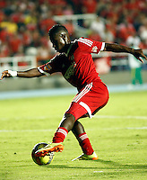 CALI -COLOMBIA-15-04-2014. Yamilson Rivera  del America de Cali en accion contra  el Real Cartagena ,partido por el Torneo Postobon de la segunda division jugado en el estadio Pascual Guerrero de la ciudad de Cali./ Yamilson Rivera   of America de Cali in action against Real Cartagena , Postobon tournament Cup game for the second divison played at the stadium Pacual Warrior Cali.  Photo: VizzorImage / Juan Carlos Quintero / Stringer