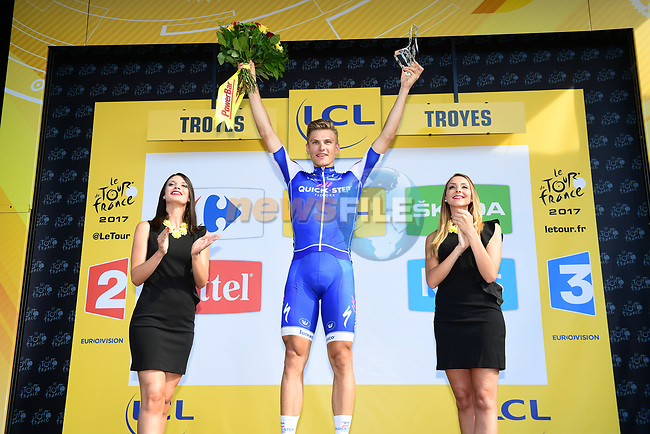 Marcel Kittel (GER) Quick-Step Floors wins Stage 6 of the 104th edition of the Tour de France 2017, running 216km from Vesoul to Troyes, France. 6th July 2017.<br /> Picture: ASO/Alex Broadway | Cyclefile<br /> <br /> <br /> All photos usage must carry mandatory copyright credit (&copy; Cyclefile | ASO/Alex Broadway)