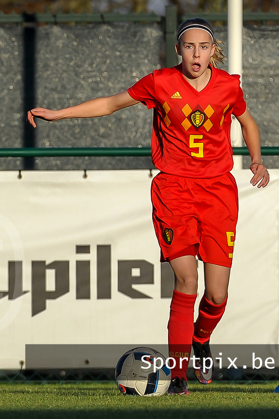 20191204 - TUBEKE , BELGIUM : Belgian (5) Saar Janssen pictured during the international friendly female soccer game between the Belgian Flames U15 and Germany , Wednesday 4 th December 2019 at the Belgian Football Centre, Tubeke / Tubize , Belgium. PHOTO SPORTPIX.BE | STIJN AUDOOREN