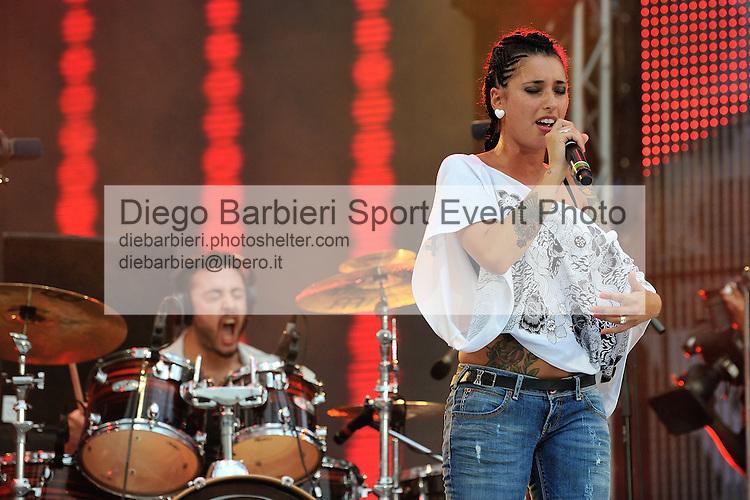 (KIKA) - TORINO, 29/06/2012 - Julia Lenti si esibisce durante la prima serata degli MTV Days in piazza Castello a Torino, il 29 giugno 2012.