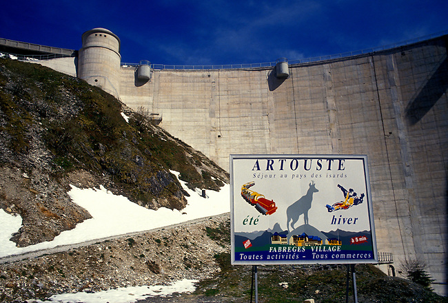 Sign, dam, Lake Fabreges, Pyrenees National Park, Aquitaine, France, Europe