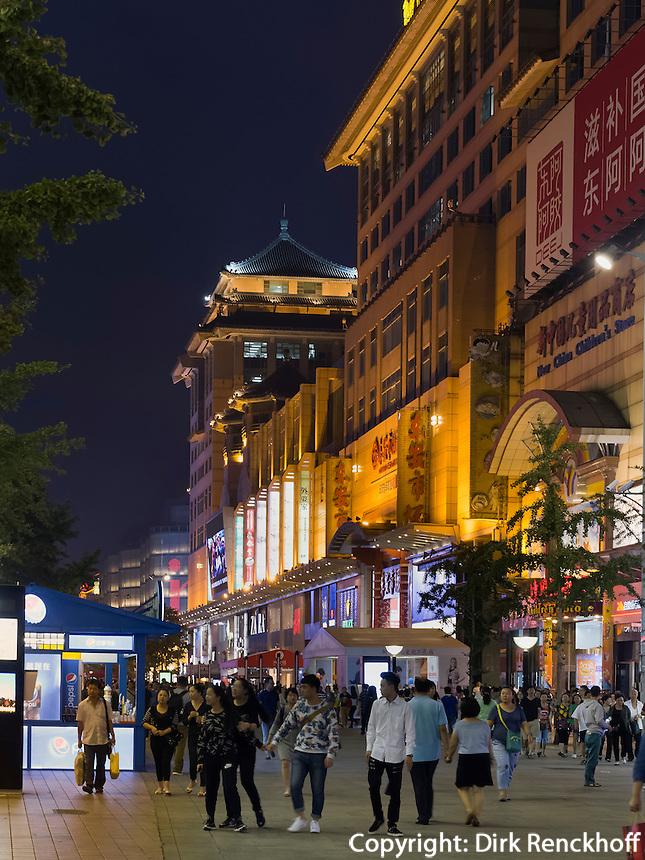 Einkaufsstra&szlig;e Wangfujing in Peking, China, Asien<br /> shopping street Wangfujing, Beijing, China, Asia