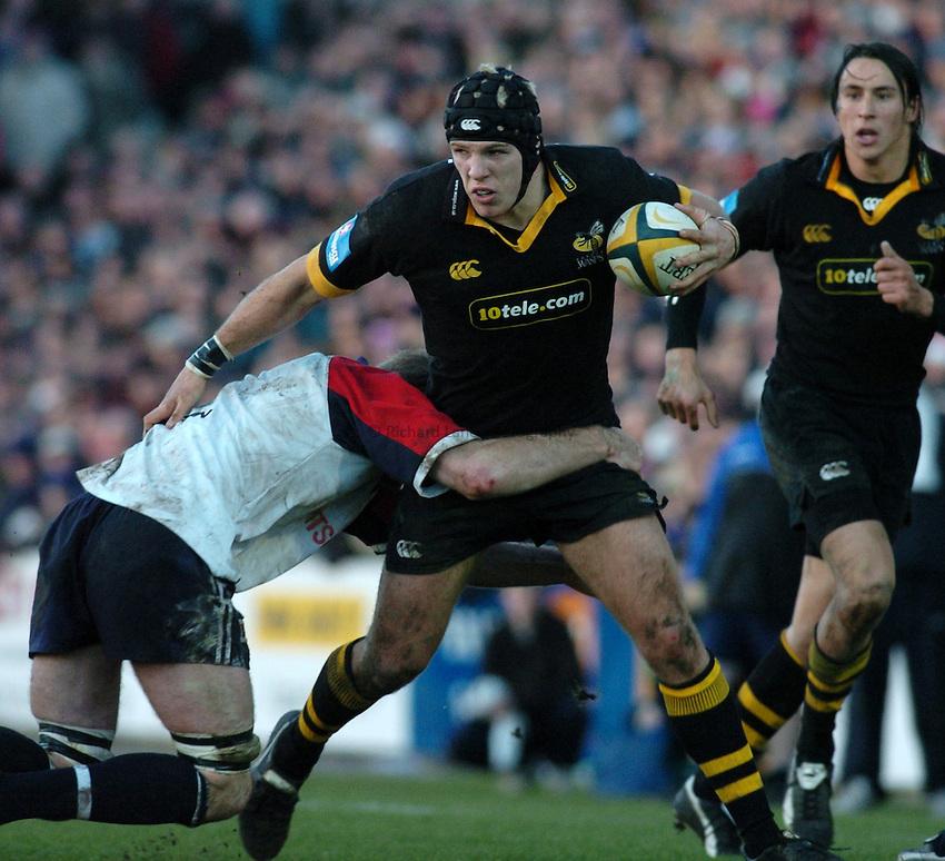 Photo. Glyn Thomas. .Bristol Shoguns v London Wasps. .Powergen Cup, Sixth Round. 19/12/2004..James Haskell attacks.