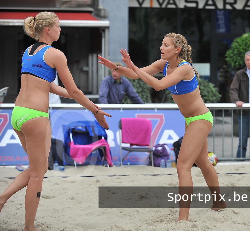 Belgian Beachvolley Tour Kortrijk : Stephanie Van Bree (rechts) en Karolien Verstrepen<br /> foto VDB / Bart Vandenbroucke