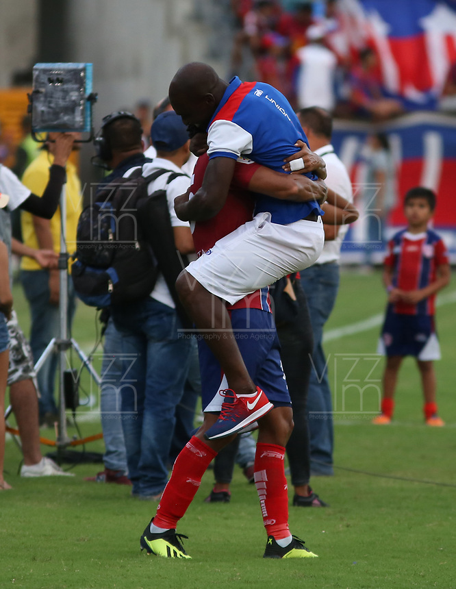 SANTA MARTA- COLOMBIA, 12-11-2018.jugadores del Unión Magdalena  celebran su clasificaión a la final del Torneo Aguila 2018 al vencer al Deportes  Quindio   durante partido por fecha 5 de los cuadrangulares finales  del Torneo Águila 2018 jugado en el estadio Sierra Nevada de la ciudad de Santa Marta. / Magdalena Union players celebrate their qualification to the final of the 2018 Aguila Tournament by beating Deportes Quindio  during the match for the date 5 of the Torneo  Aguila  2018 played at the Sierra Nevada Stadium in Santa Marta  city. Photo: VizzorImage / Alfonso Cervantes / Contribuidor