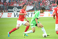 Ja-Cheol Koo (VfL) gegen Julian Baumgartlinger (Mainz)- 1. FSV Mainz 05 vs. VfL Wolfsburg, Coface Arena, 3. Spieltag