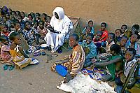 Crianças em escola islãmica em Mopti. Mali. Foto de Cynthia Brito. Data: 1988