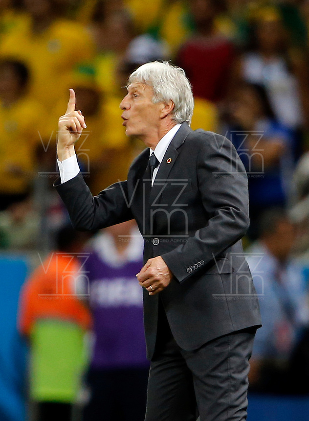 FORTALEZA - BRASIL -04-07-2014. Foto: Daniel Jayo / Archivolatino<br /> Jose Pekerman técnico de Colombia (COL) gesticula durante partido de los cuartos de final con Brasil (BRA)  por la Copa Mundial de la FIFA Brasil 2014 jugado en el estadio Castelao de Fortaleza./ Jose Pekerman coach of Colombia (COL) gestures during the match of the Quarter Finals against Brazil (BRA) for the 2014 FIFA World Cup Brazil played at Castelao stadium in Fortaleza. Photo:  Daniel Jayo / Archivo Latino<br /> VizzorImage PROVIDES THE ACCESS TO THIS PHOTOGRAPH ONLY AS A PRESS AND EDITORIAL SERVICE IN COLOMBIA AND NOT IS THE OWNER OF COPYRIGHT; ANOTHER USE IS REPONSABILITY OF THE END USER. NO SALES, NO MERCHANDASING. ALL COPYRIGHT IS ARCHIVOLATINO