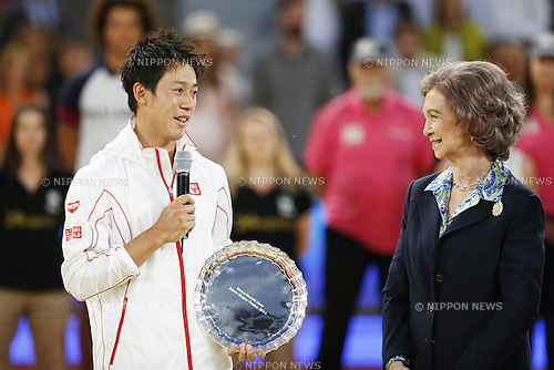 (L-R) Kei Nishikori (JPN), Sofia de Grecia (ESP), MAY 11, 2014 - Tennis : Kei Nishikori of Japan spaeks with his runners-up trophy during the men's singles 1st round match of the Mutua Madrid Open tennis tournament at the La Caja Magica in Madrid, Spain, May 11, 2014. (Photo by AFLO)