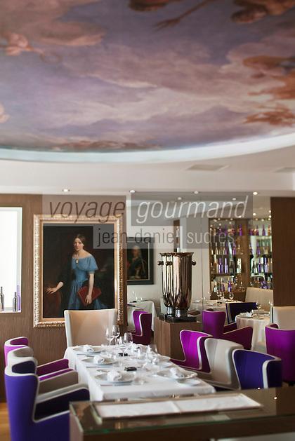 Europe/France/Rhone-Alpes/73/Savoie/Courchevel:  Salle du Restaurant: Le Strato Courchevel 1850