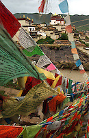 Ge Ban Song Temple and town is home to over two thousand Tibetan monks in Da Qing county. Da Qing is a Tibetan area and part of the Tibetan Plateau and has been designated by the Chinese authorities as Shangrila. It is being developed as a tourist mecca with a new airport and hotels catering for thousands of tourists..14 Jul 2005