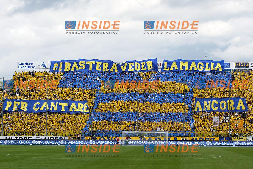 Parma 18/4/2004 Campionato Italiano Serie A <br /> 30a Giornata - Matchday 30 <br /> Parma Juventus 2-2 <br /> I tifosi del Parma<br /> Parma Fans<br />  Foto Insidefoto