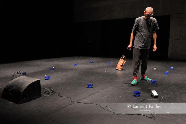 UNDER MY SKIN<br /> <br /> Choregraphie : TOMPKINS Mark<br /> Mise en scene : TOMPKINS Mark<br /> Compagnie : Cie I D A<br /> Decor : BADET Jean Louis<br /> Costumes : BADET Jean Louis<br /> Avec :<br /> TOMPKINS Mark<br /> Lieu : Centre National de la danse<br /> Ville : Pantin<br /> Le : 08 11 2011<br /> © Laurent PAILLIER / photosdedanse.com<br /> All rights reserved