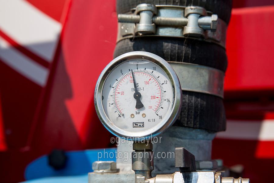 Irrigation reel pressure gauge