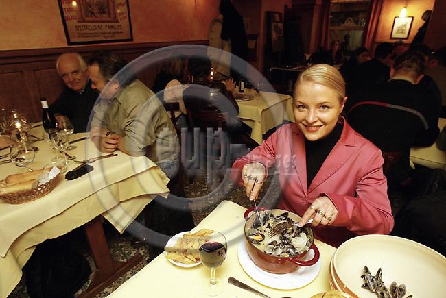"""BRUSSELS - BELGIUM - 06 February 2003--MEP Piia-Noora KAUPPI (PPE) eating mussels in the restaurant """"Spinnekopkje"""".--PHOTO: JUHA ROININEN / EUP-IMAGES"""