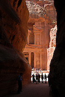 JORDAN, UNESCO world heritage site Petra, The treasury / JORDANIEN, historische Nabataeer Stadt Petra , Touristen am Schatzhaus