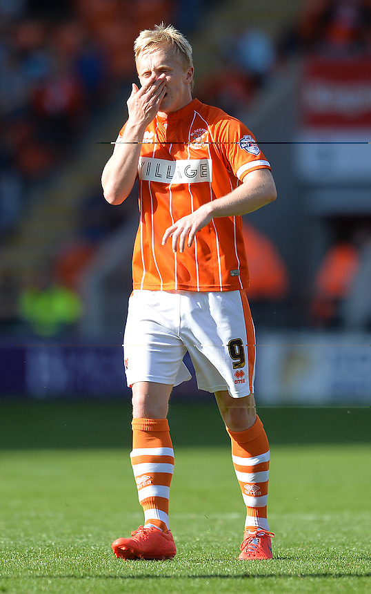 Blackpool's Mark Cullen<br /> <br /> Photographer Dave Howarth/CameraSport<br /> <br /> Football - The Football League Sky Bet League One - Blackpool v Barnsley - Saturday 19th September 2015 - Bloomfield Road - Blackpool<br /> <br /> &copy; CameraSport - 43 Linden Ave. Countesthorpe. Leicester. England. LE8 5PG - Tel: +44 (0) 116 277 4147 - admin@camerasport.com - www.camerasport.com