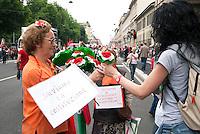 Festa della Repubblica, manifestazione in difesa della Costituzione. Milano, 2 giugno 2011...Republic National fest, demonstration to defende the Constitution. Milan, June 2, 2011