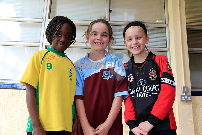 Neriah joy<br /> Caoimhe Farrell<br /> Megan Murray<br /> GOAL Jersey Day in Marymount National School.<br /> Picture Fran Caffrey www.golffile.ie