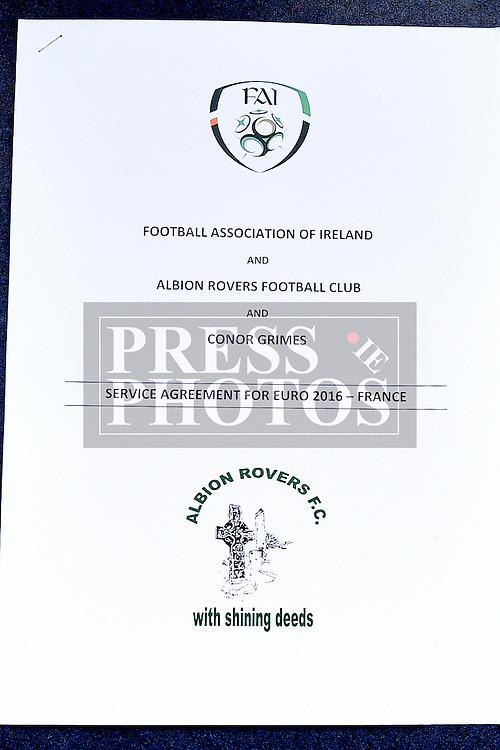 Contract. Photo:Colin Bell/pressphotos.ie