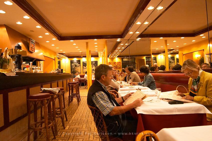 Brasserie l'Orleans in Bordeaux - a traditional brasserie on the Esplanade des Quinconces