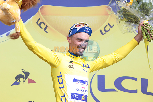 Julian Alaphilippe (FRA) Deceuninck-Quick Step wins Stage 3 atop Cote de Mutigny and takes the Yellow Jersey of the 2019 Tour de France running 215km from Binche, Belgium to Epernay, France. 8th July 2019.<br /> Picture: Colin Flockton | Cyclefile<br /> All photos usage must carry mandatory copyright credit (© Cyclefile | Colin Flockton)