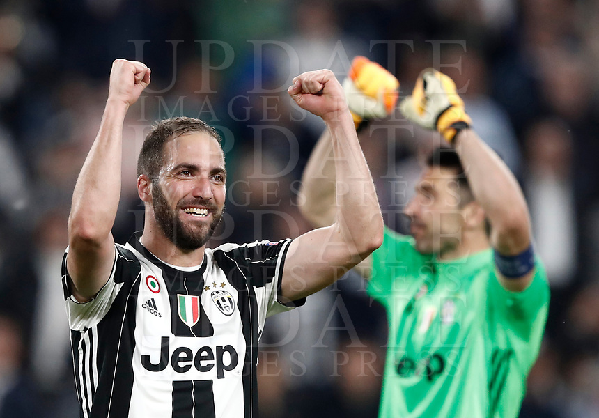 Football Soccer: UEFA Champions League semifinal second leg Juventus - Monaco, Juventus stadium, Turin, Italy,  May 9, 2017. <br /> Juventus' Gonzalo Higuain (l) and Gianluigi Buffon (r) celebrate after winner the Uefa Champions League football match between Juventus and Monaco at Juventus stadium, on May 9, 2017.<br /> UPDATE IMAGES PRESS/Isabella Bonotto
