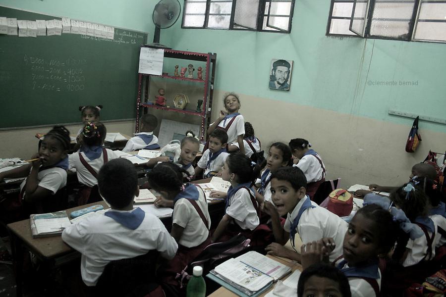 Havana (Cuba). September 2006..La Habana Vieja. Public School. Children in classroom with Che Guevara's portrait.
