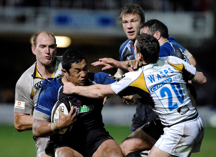Photo: Richard Lane..Bath Rugby v London Wasps. Guinness Premiership. 01/01/2007. .Bath's Zak Feaunati is tackled by Wasps' Lawrence Dallaglio and Eoin Reddan.