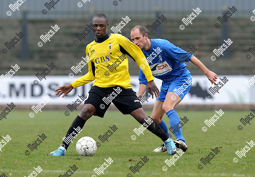 2011-02-20 / Voetbal / seizoen 2010-2011 / Berchem Sport - KFC Katelijne Waver / Ben Mbemba (Berchem) met Tom Van Dessel ..Foto: mpics