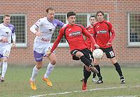 Sint Eloois Winkel Sport - Racing Club Harelbeke :<br /> Felix Reuse (R) sneller op de bal dan Kim Van Den Bergh (L)<br /> <br /> Foto VDB / Bart Vandenbroucke