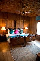 Sukoon houseboat, Lake Dal, Srinagar, Kashmir, Northern India, India