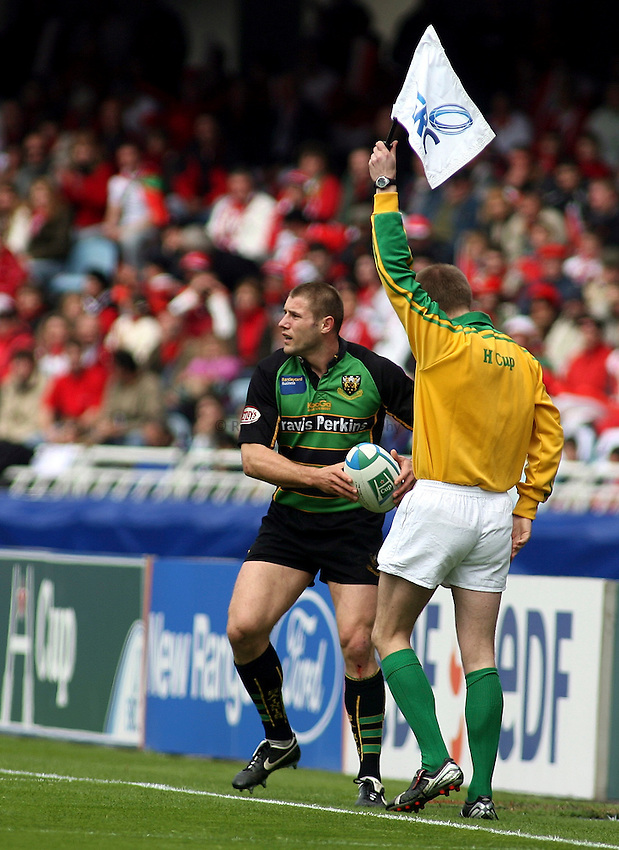 Photo: Paul Thomas..Biarritz v Northampton Saints. Heineken Cup. 01/04/2007...Ben Cohen of Northampton.